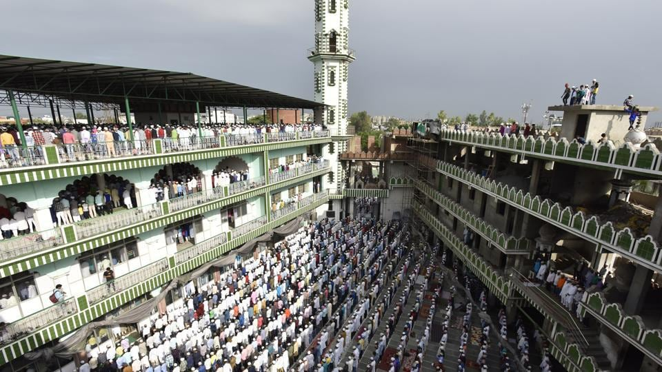 People offer namaz on the occasion of Eid-al-Adah at Jama Masjid, in Noida. (Virendra Singh Gosain/HT PHOTO)