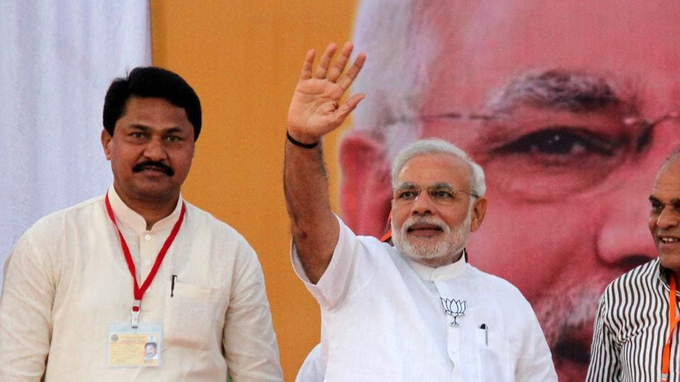 Nana Patole, a Maharashtra BJP MP, and Prime Minister Narendra Modi (right) share stage during an election rally in Gondia, Maharashtra in 2014.