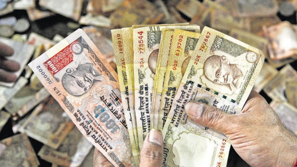 File photo of the demonetised Rs 1000 and Rs 500 bank notes.
