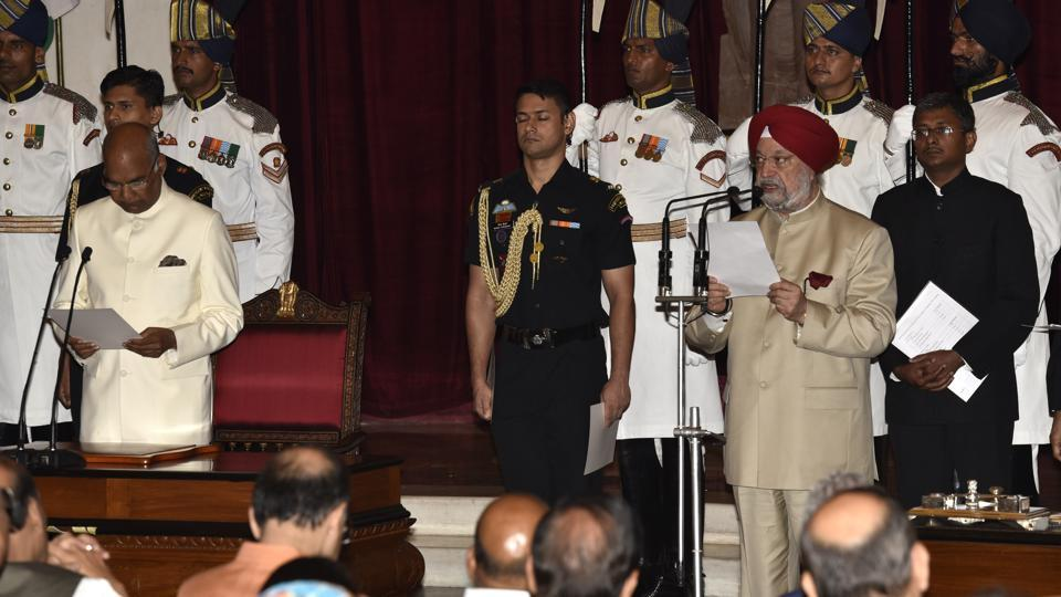 Hardeep Puri being sworn in as a Union minister of state by President Ram Nath Kovind at Rashtrapati Bhavan in New Delhi.
