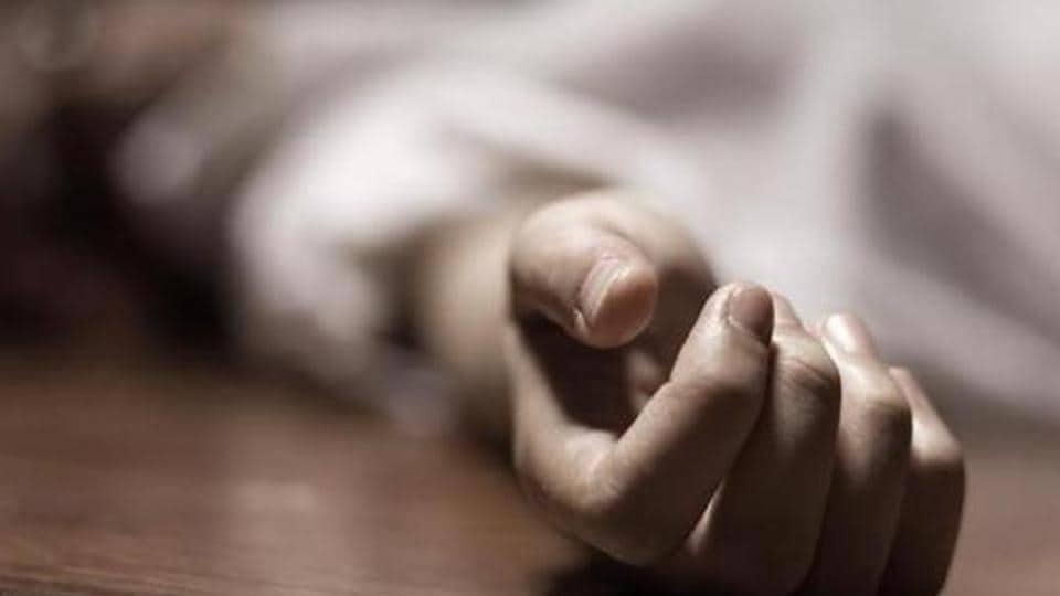 Mathura,Woman commits suicide,Children