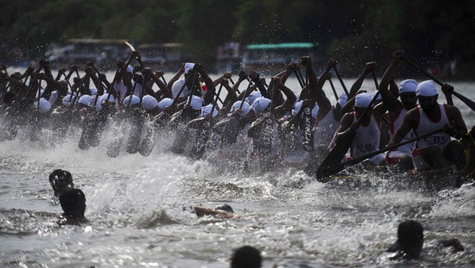 Indian oarsmen row a serpentine boat as they compete in the Mahatma boat race along the Pamba river ahead of Onam celebrations in Chengannur, near the Allepey district of the southern Kerala state. (ARUN SANKAR / AFP)