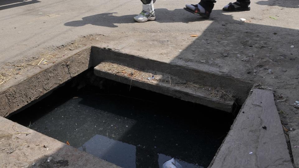 manhole deaths,civic bodies