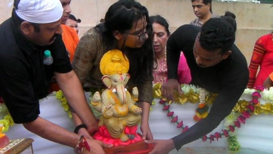 An idol being immersed in an artificial pond in Mumbai.
