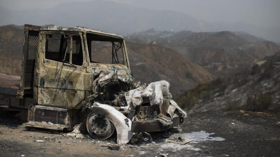 More than 1,000 firefighters battled wildfires burning through the Verdugo Mountains on the north edge of Los Angeles  in the midst of a scorching heat wave. According to the South Coast Air Quality Management District the fire could make air unhealthy to breathe in parts of Los Angeles, the nation's second-largest city and nearby suburbs (AFP)