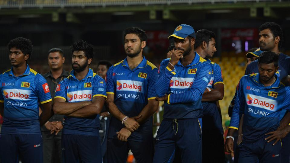 Sri Lanka captain Upul Tharanga with his teamates after losing the ODI series to India on Sunday.