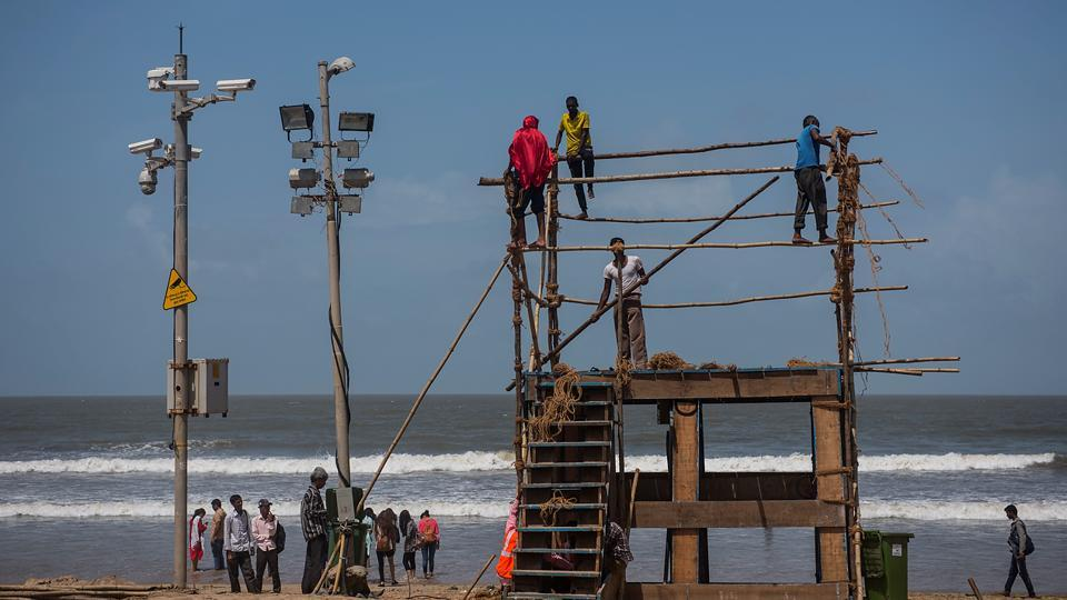 EYE IN THE SKY: BMC worker erect a watchtower at Juhu. (Satish Bate/HT Photo)