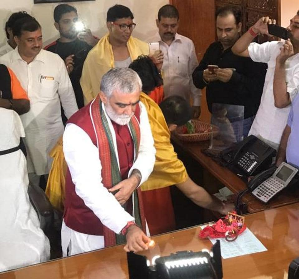 Health minister Ashwini Choubey performing puja on the first day of his office in New Delhi.