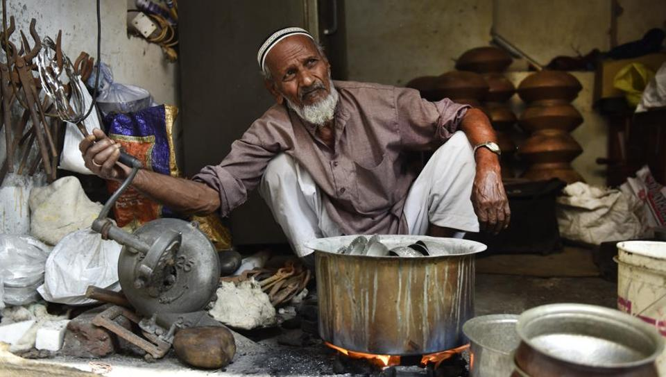 The kalaiwala or re-tinner's calls of 'bhande kalai kara lo' (Get your utensils tinned) once rang loud in residential colonies, drawing households to these specialists in giving new life to brass and copper utensils. With the adoption of pressure cookers and stainless steel alternatives, kalaiwalas are faced with dwindling business and fewer respondents paying heed. (Mohd Zakir / HT Photo)
