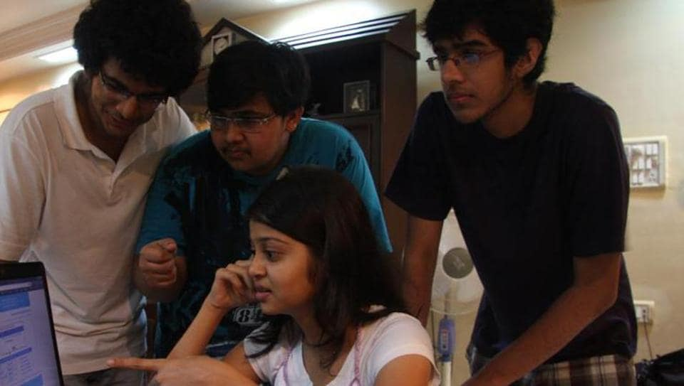 Mumbai...14th June...2011...News... MH-CET Students check thier results online - Photo by Praful Gangurde