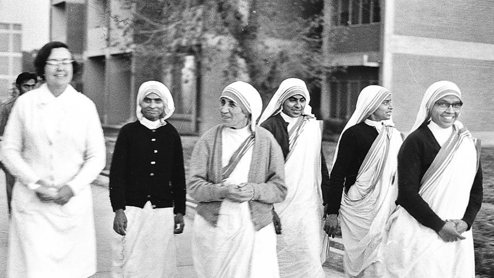 Mother Teresa with nuns from her mission on February 03, 1976. In honour of her charity work, she was awarded the Padma Shri in 1962 and the Bharat Ratna in 1980, followed by the Nobel Peace Prize in 1979. In 1997 upon her passing, the government of India accorded her a state funeral. Today, her tomb is a place of pilgrimage and prayer for thousands of visitors. (KK Chawla / HT PHOTO)