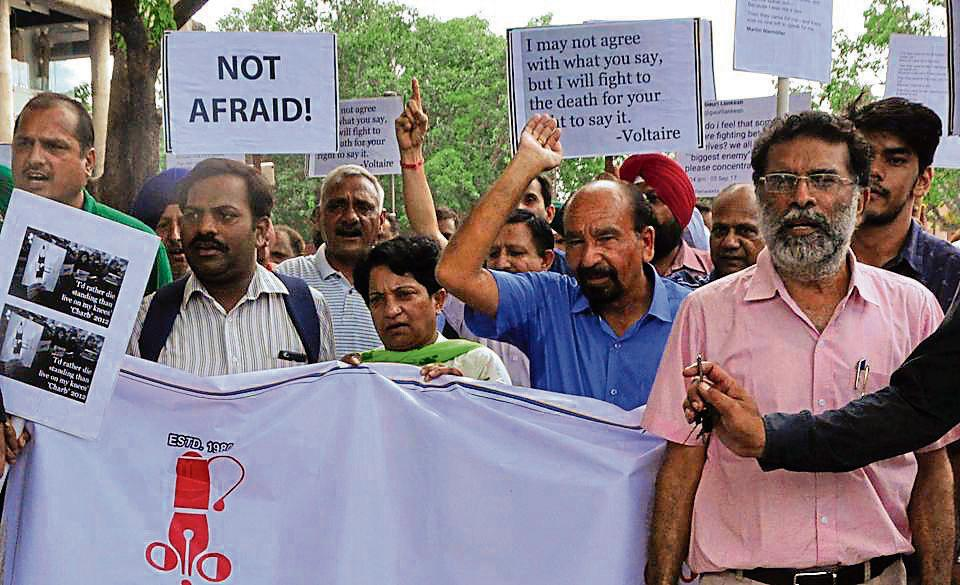 Holding placards, journalists from Chandigarh, Punjab, Haryana and other places gathered at the Sector-17 PLaza to protest against the growing number of attacks on the fraternity.