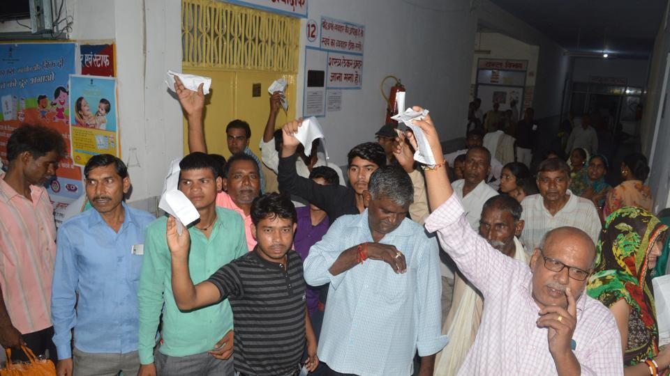 People protest at Dr Ram Manohar Lohia government hospital in Farrukhabad where doctors were on strike after an FIR was registered against them over the death of 49 children.