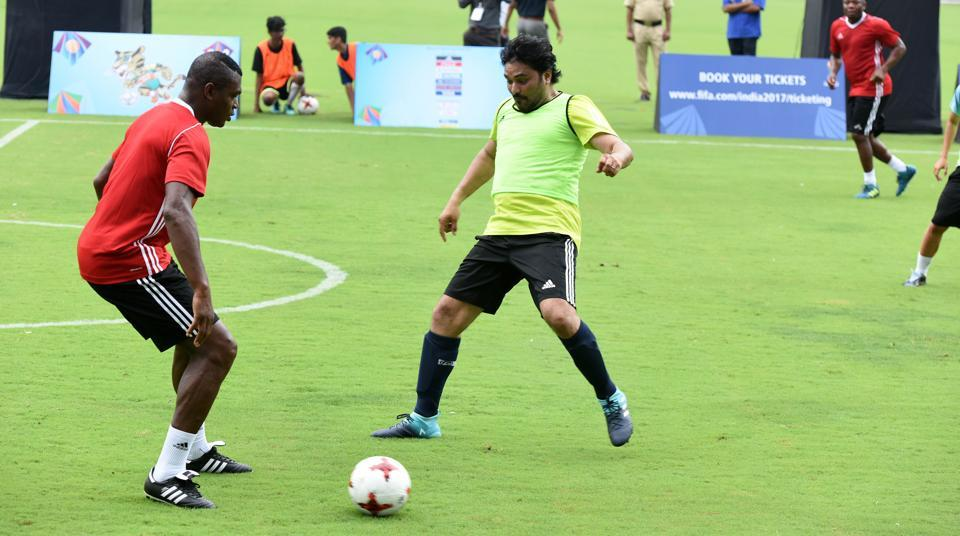 Babul Supriyo vies for the ball with French World Cup winner Marcel Desailly. (Hindustan Times)