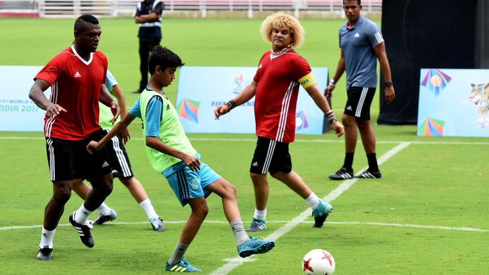Marcel Desailly (left) and Carlos Valderrama during a FIFA Legends exhibition match in Navi Mumbai ahead of FIFA U-17 World Cup. (Bachchan Kumar/ Hindustan Times)