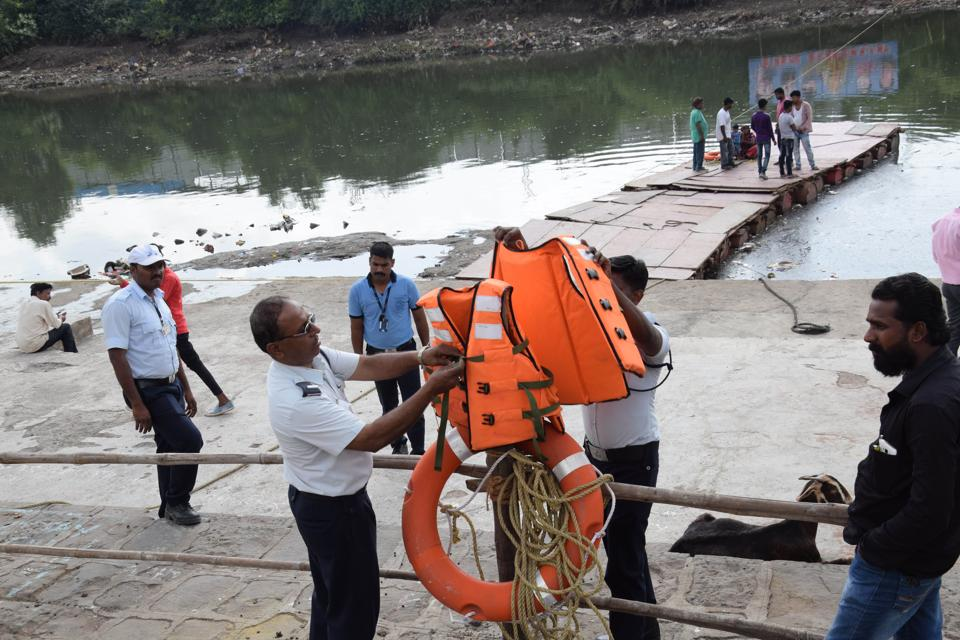 Despite several measures taken to protect people during the Ganpati immersion, five people have died.