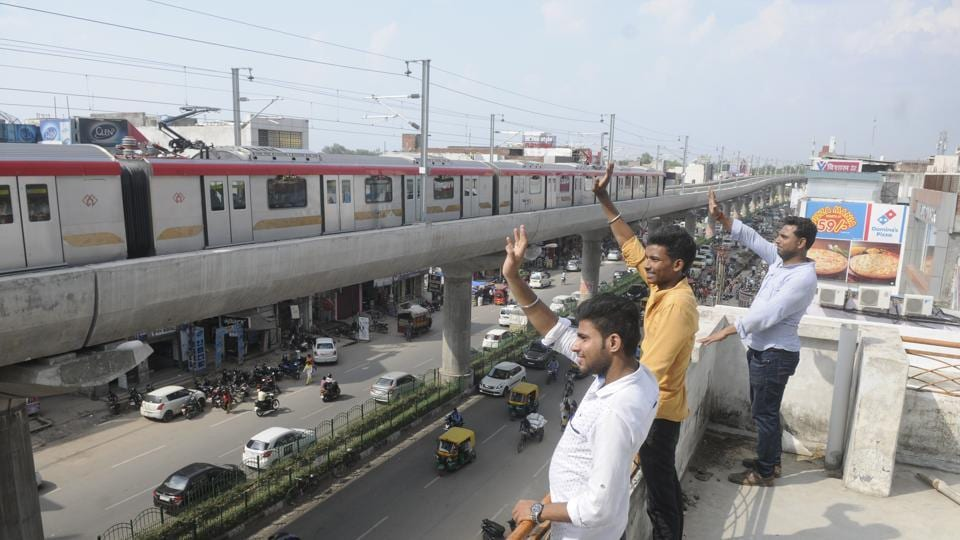 Authorities also hope the Lucknow Metro service will help reduce air pollution in the state capital in the long run. (Deepak Gupta / HT PHOTO)