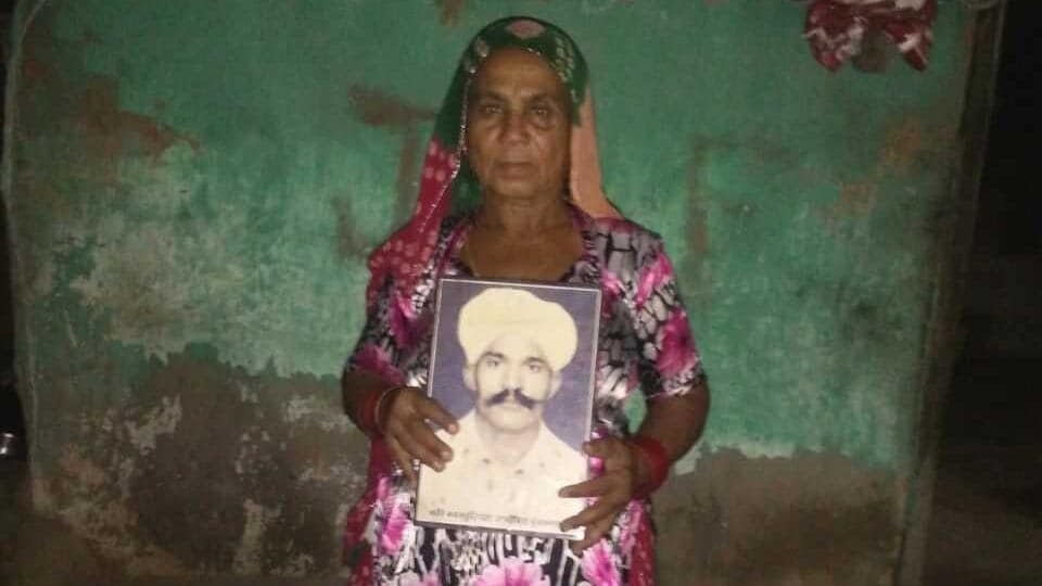 Laxmi Singh with the photo of her husband Bhagu Singh who has been languishing in a Pakistani jail for three decades.