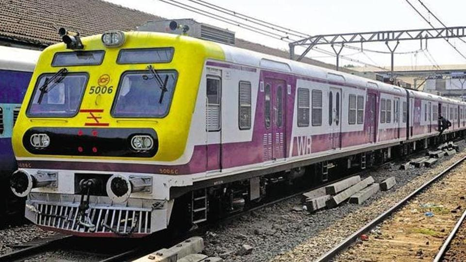 The CST- Bandra and CST-Andheri services were suspended from 1.10pm to 02.22pm, said sources.