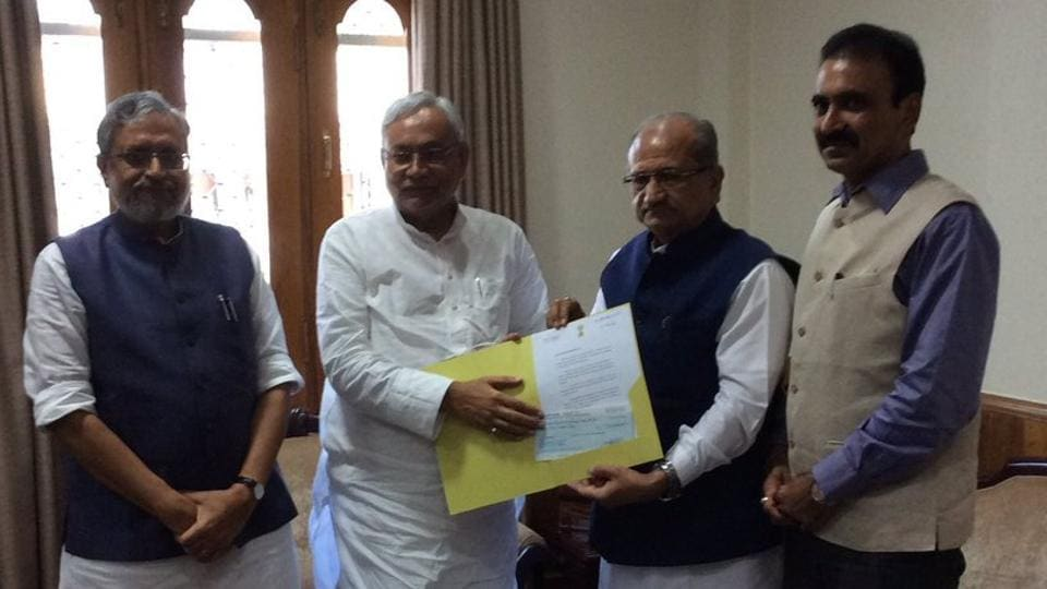 Gujarat revenue minister Bhupendrasinh Chudasama hands over a Rs 5-crore cheque for flood relief to Bihar chief minister Nitish Kumar and deputy chief minister Sushil Kumar Modi on Thursday.