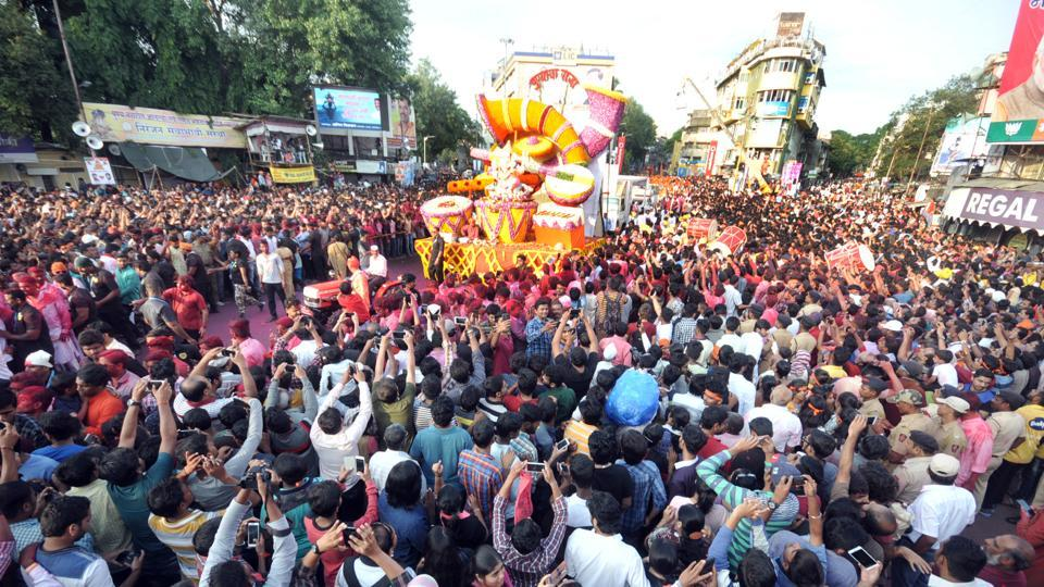 As people crowd streets during visarjan processions, petty thieves, chain-snatchers and pickpockets have a field day.