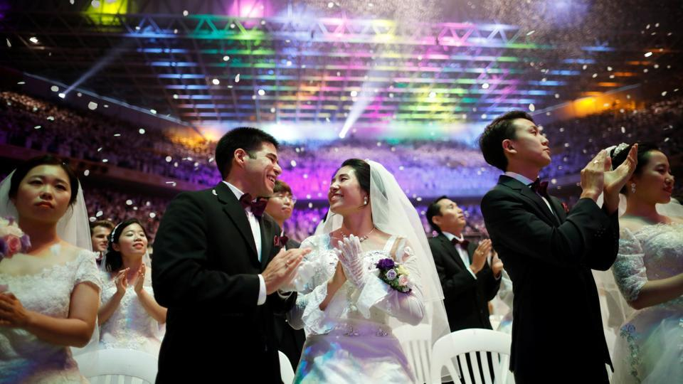 Thousands of Unification Church couples from around the world took part in a mass wedding on the occasion of the fifth death anniversary of its founder Sun Myung Moon, revered as a messiah by his followers at Cheongshim Peace World Centre in Gapyeong, South Korea on September 07, 2017. (Kim Hong-Ji / REUTERS)