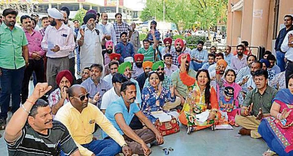 Parents protesting against fee hike in Ludhiana.