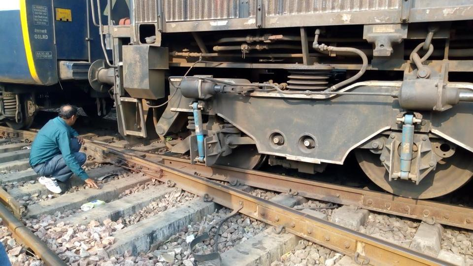 The last wheel of the engine of  Kashi Vishwanath Express derailed at New Delhi station on Saturday evening.