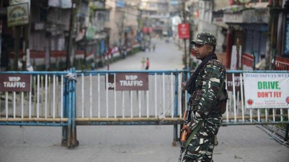 Indian paramilitary forces stand guard along a road during the 83th day of an indefinite strike called by the Gorkha Janmukti Morcha (GJM) for separate state Gorkhaland in Kalimpong on September 3, 2017.
