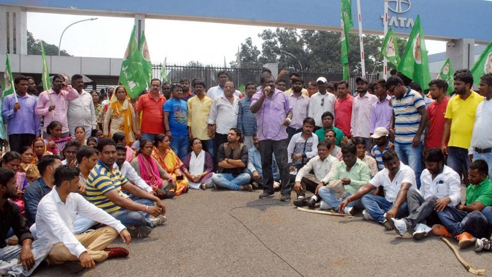 Tata Motors Temporary workers agitating at company gate political parties stage dharna in support of workers in Jamshedpur on Friday, India, on Friday, September 8, 2017. (Photo by / Hindustan Times) story by Manoj Choudhary