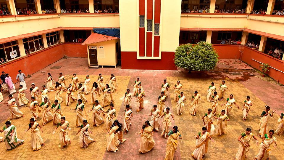 48 students of the Malayalam Association from all streams of SIES college celebrated Onam by performing 'Kaikotukali' (Anshuman Poyrekar/HT Photo)