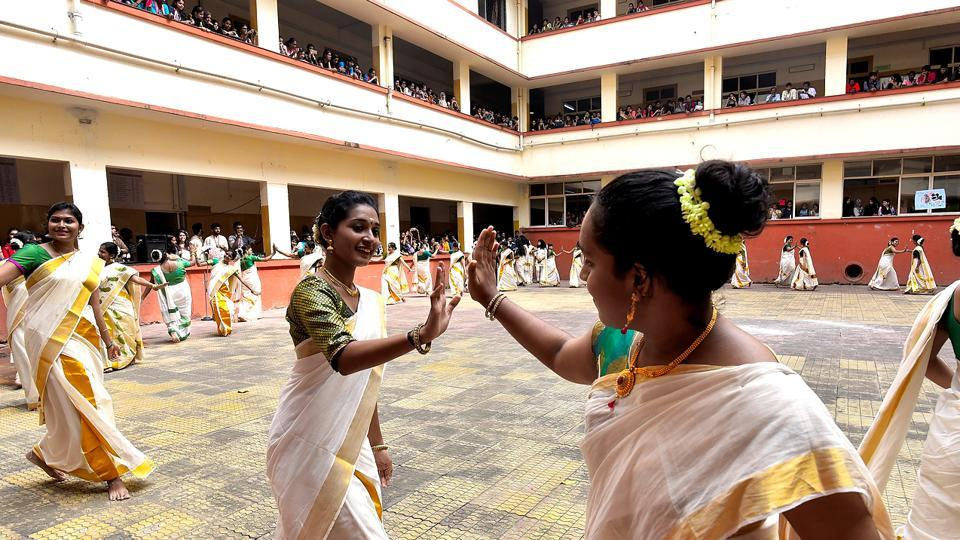 Traslating to 'clapping dance', Kaikotukali is a popular traditional dance performed by the women of Kerala to mark the festival of Onam. (Anshuman Poyrekar/HT Photo)