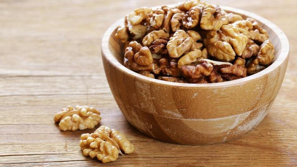 Nuts are rich in monounsaturated fatty acids (MUFA) that boost the brain's attention network.