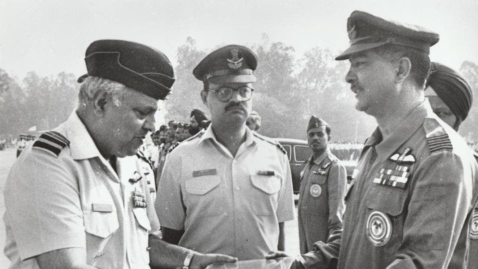 The then air chief marshal SK Kaul (left) presenting the symbolic key to wing commander Satish Bhatia (right) before the latter took off on the aircraft's last flight.