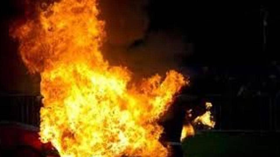 Mumbai,Kalyan,set on fire