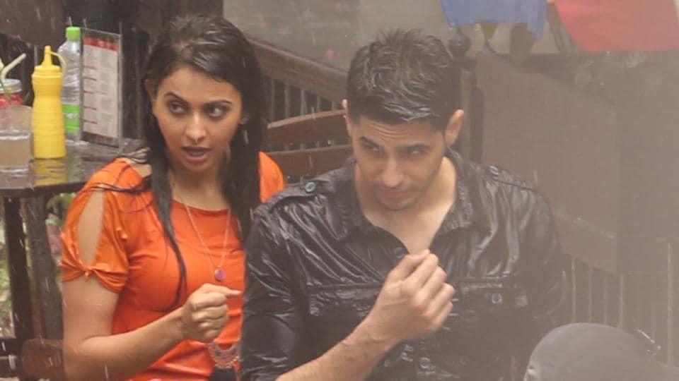 Sidharth Malhotra and Rakul Preet Singh were photographed shooting a rain sequence for Neeraj Pandey's Aiyaary.