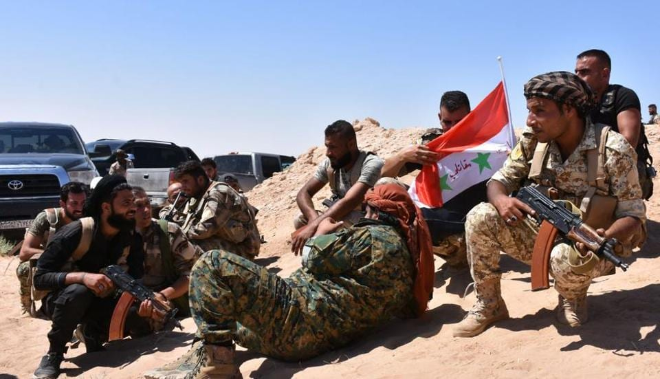 Syrian pro-government forces hold a position near the village of al-Maleha, in the northern countryside of Deir Ezzor, on September 9, 2017, during the ongoing battle against Islamic State (IS) group jihadists.