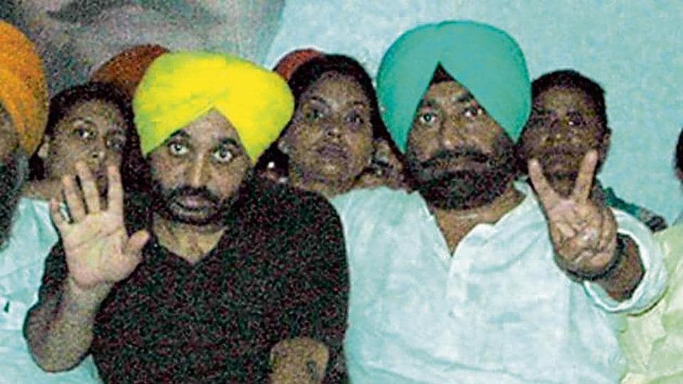 AAP Punjab president Bhagwant Mann with leader of opposition Sukhpal Khaira at a party rally.