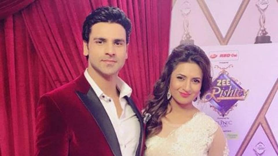 Divyanka Tripathi and Vivek Dahiya at Zee Rishtey Awards.
