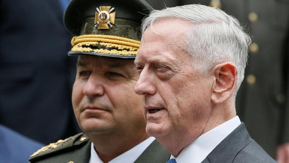 US secretary of defence James Mattis (R) and Ukraine's defence minister Stepan Poltorak attend a welcoming ceremony in Kiev, Ukraine.
