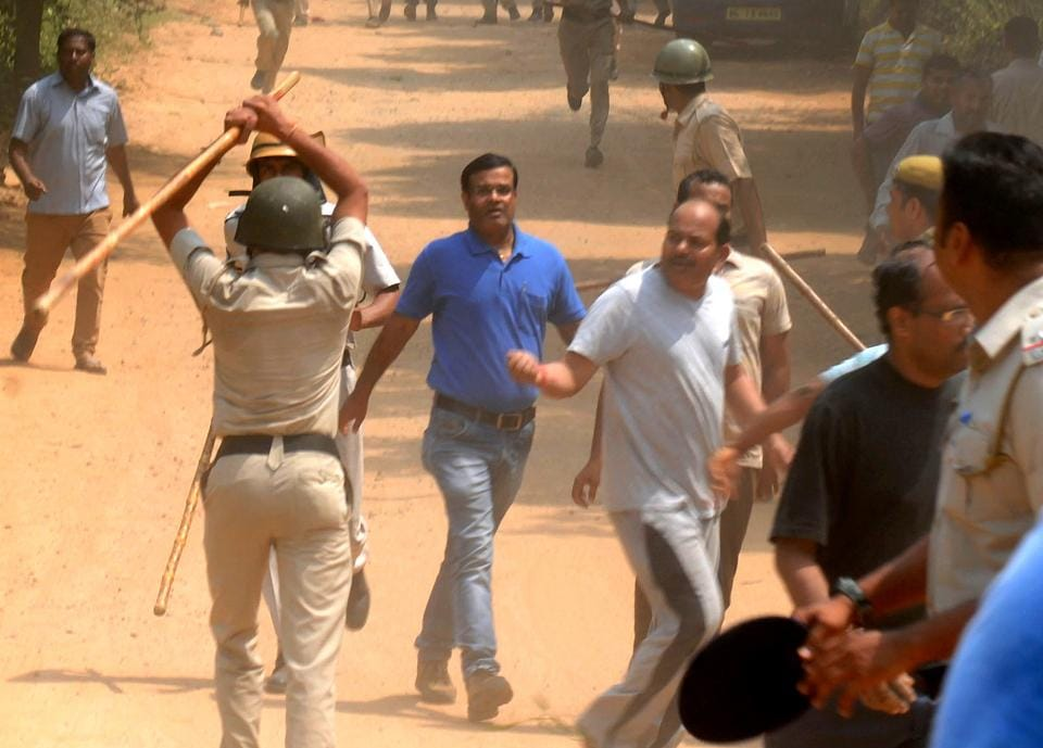 Police lathicharge parents during a protest outside Ryan International School in Bhondsi.