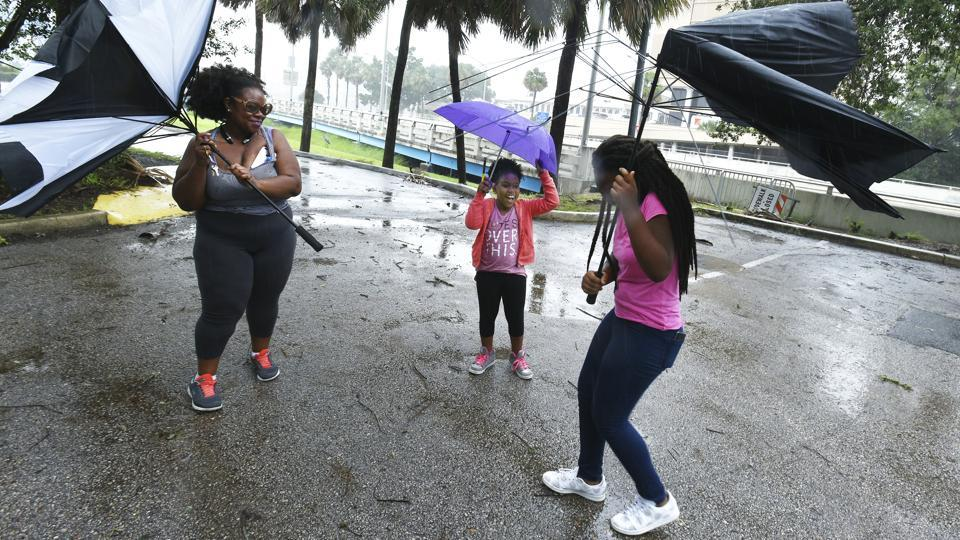 The 640 km wide storm blew ashore in the mostly cleared out Florida Keys, then began a slow trek up the state's west coast, its punishing winds extending across to Miami and West Palm Beach on the Atlantic side. (Bob Self / AP)