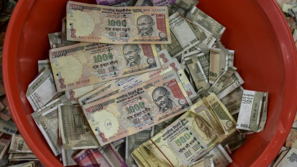 An official source said that to match the papers used by India to manufacture new Rs 2,000 notes, Bangladeshi syndicates have started using papers smuggled from Saudi Arabia and Malaysia.