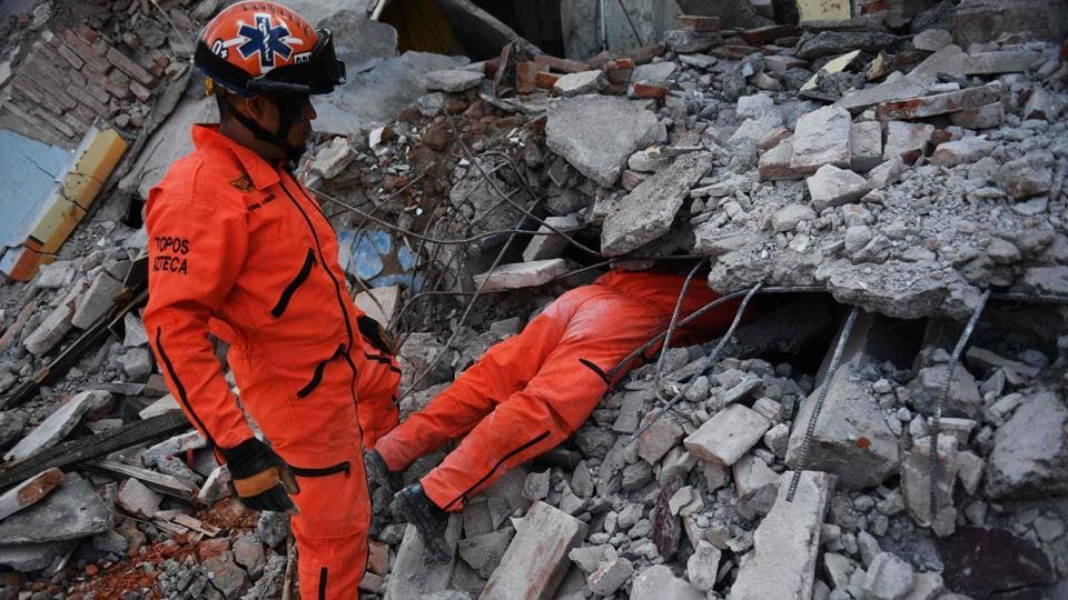 Members of the 'Topos' (Moles) specialized rescue team search for survivors in Juchitan de Zaragoza, Mexico. Police, soldiers and emergency workers raced to rescue survivors from the ruins of Mexico's most powerful earthquake in a century, with families camped out Sunday amid warnings that the death toll could rise. (Pedro Pardo / AFP)