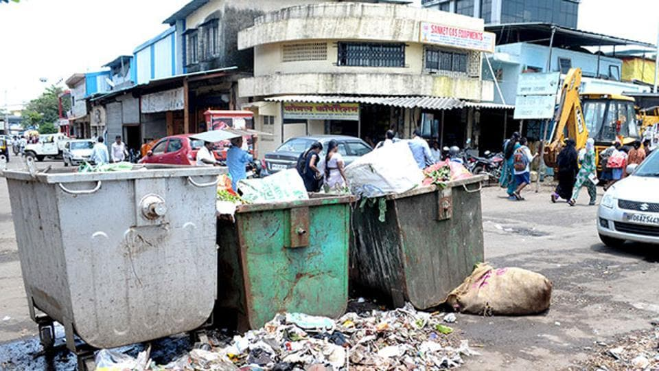 Three people will be awarded smartphones for taking selfie with dustbin.