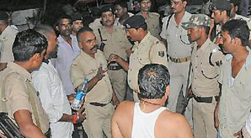Bihar road accident,Muzaffarpur,Policemen killed