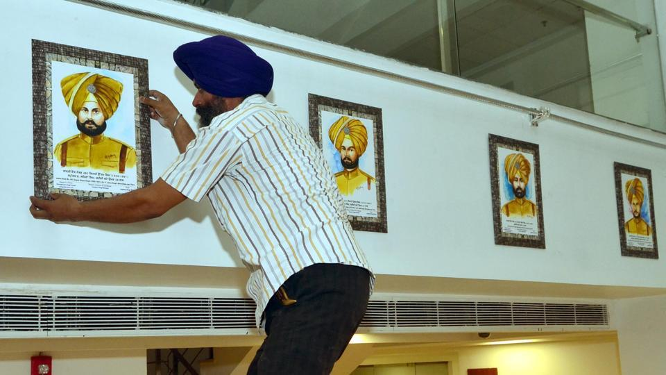 A sewadar installing painting of Saragarhi martyr at a gallery in Amritsar, dedicated to the martyrs who lost lives in the Saragarhi battle.