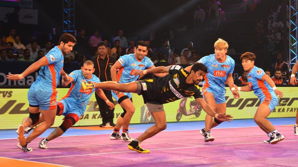 Players in action during the Bengal Warriors vs Telugu Titans match in the Pro KabaddiLeague.