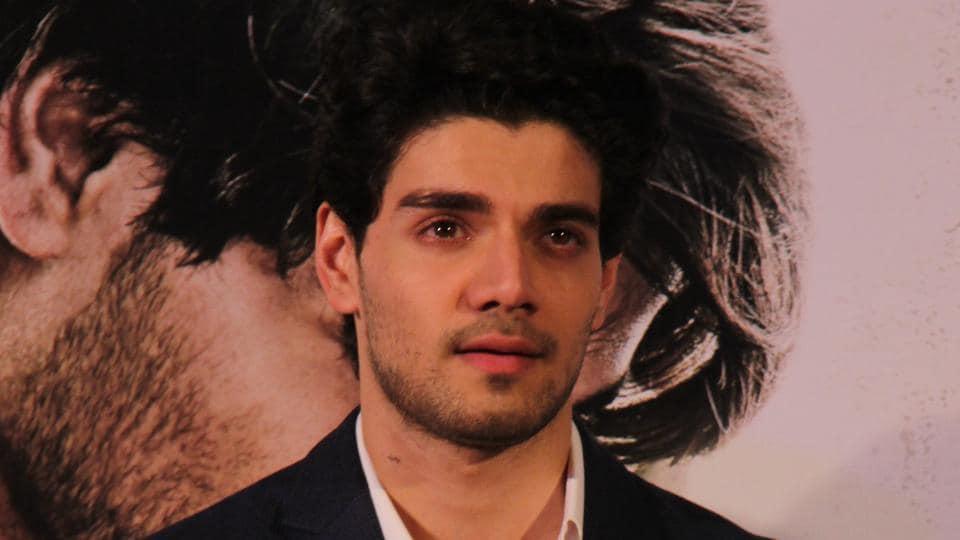 Actor Sooraj Pancholi is unhappy with be tagged to news around his father Aditya Pancholi and Kangana Ranaut.