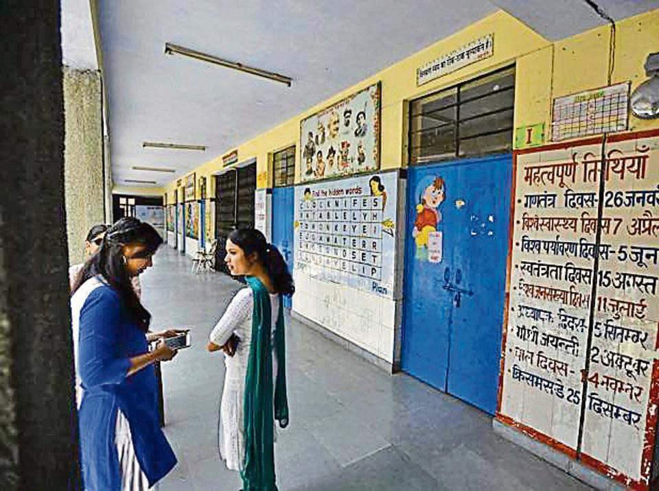 Political support to big private schools helped them evade CBI probe: Sisodia